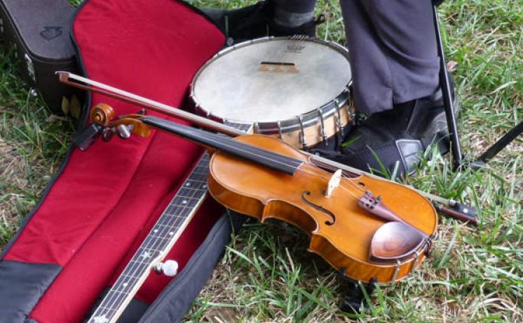A banjo and fiddle – the essentials of bluegrass music.